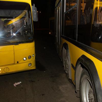 В Киеве женщину-кондуктора раздавили два автобуса