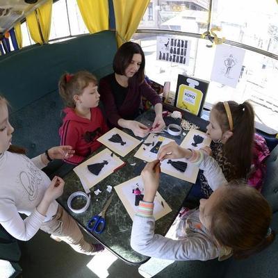 На школьных каникулах по Киеву будет ездить сказочный трамвайчик