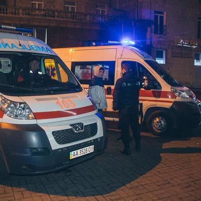 В центре Киева пьяный мужчина бил и кусал людей (фото, видео)