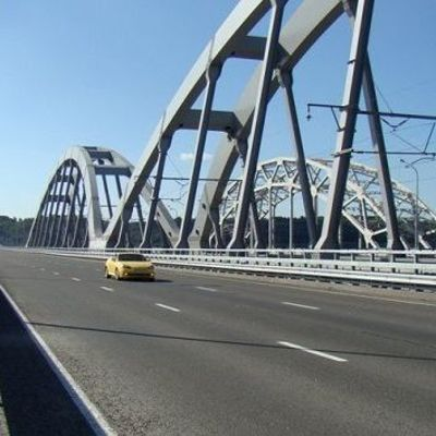 В Киеве на весь день перекрыли Дарницкий мост из-за съемок клипа