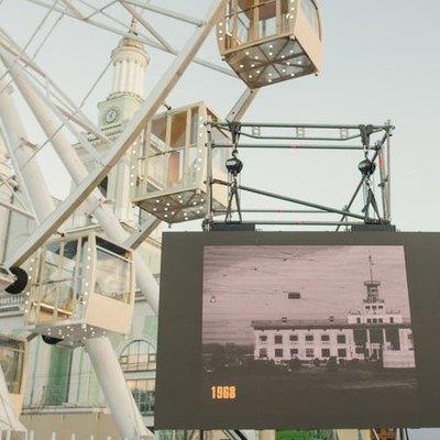 В Киеве установили экраны с кинохроникой города