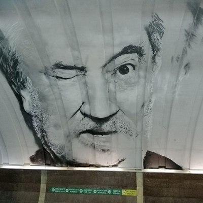 В киевском метро нарисовали мурал с Богданом Ступкой