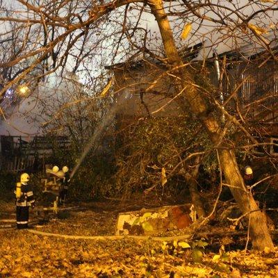 Ночью в Киеве сгорела СТО c автомобилями