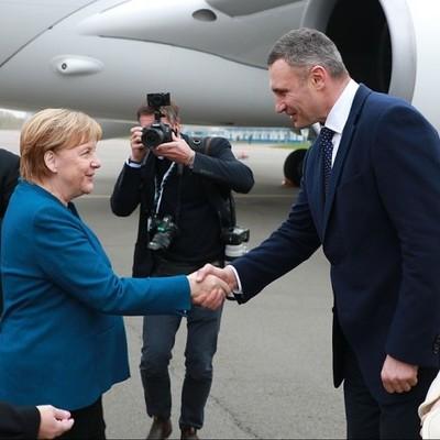 Мэр Киева встретил Ангелу Меркель в
