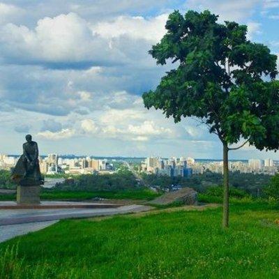 В Киеве у памятника актеру Леониду Быкову нашли свежую могилу