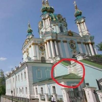 В Андрееевской церкви во время реставрации обнаружили старинную находку (фото)
