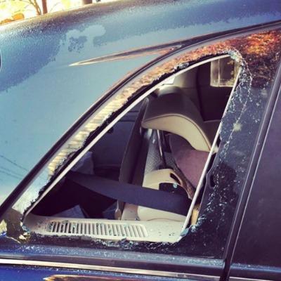 В Киеве известному певцу разбили авто