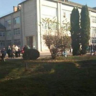 Школьник на Киевщине разбрызгал на учеников перцовый газ (фото)