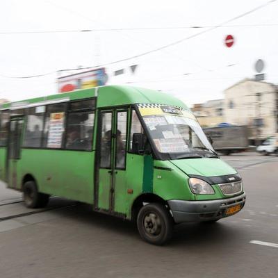 В Одесской области женщина выпала из переполненной маршрутки и впала в кому