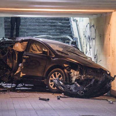 Автомобиль влетел в подземный переход в Киеве (фото)