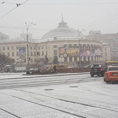 Киев засыпало снегом (фото)