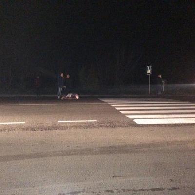 Под Одессой женщину сбили сразу два автомобиля, местные жители перекрыли трассу (фото)