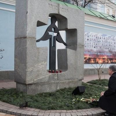 Президент с супругой почтили память жертв Голодомора