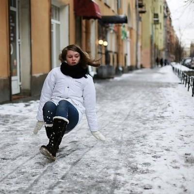 За сутки из-за гололеда в Киеве травмировались 65 человек