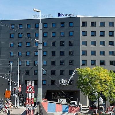 Отель в Швейцарии предложил услуги «Инстаграм-сиделки» (видео)