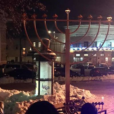 На Контрактовой площади зажгли первую свечу Хануки