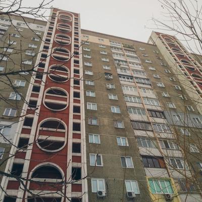 В Киеве мужчина выбросился с 14 этажа из-за травли на работе
