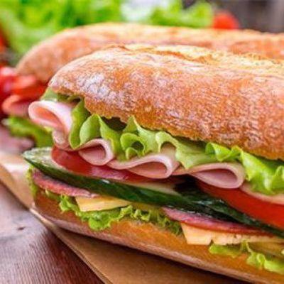 В итальянской закусочной владелец придумал бутерброд для геев