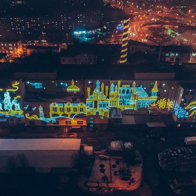 В Киеве засветили праздничную подсветку на заводе Roshen: фото с высоты