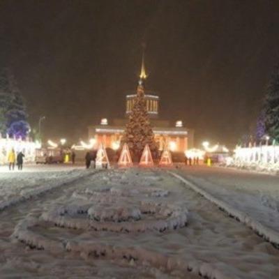 Как выглядит «Зимняя страна» на ВДНХ вечером (фото)