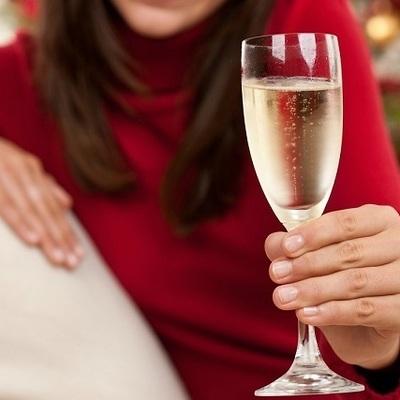 В столице незнакомка предложила мужчине выпить и обокрала его