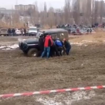 В Казахстане пилот умер во время гонок (видео)