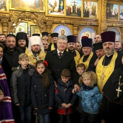 Порошенко подписал закон о переименовании УПЦ МП