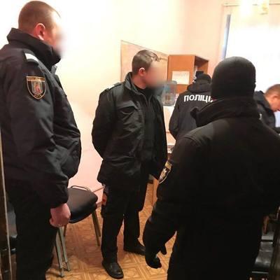 На Киевском железнодорожном вокзале полицейские помогали