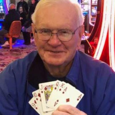 За одну неделю пенсионер узнал об исцелении жены от рака и выиграл миллион