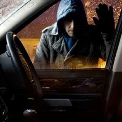 В Киеве из автомобиля бизнесмена украли сумку с 200 тысячами гривен