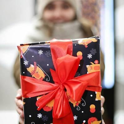 У київському метро можна безкоштовно запакувати подарунки