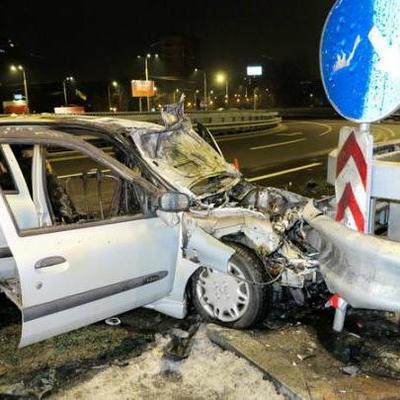 В столице в новогоднюю ночь пять человек чуть не сгорели заживо  в автомобиле