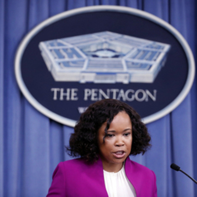 Пресс-секретарь Пентагона заставляла подчиненных покупать себе колготки