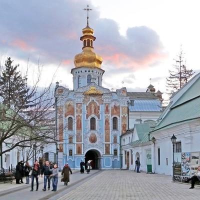 На территории Киево-Печерской Лавры активисты насчитали 20 тысяч квадратных метров незаконных застроек