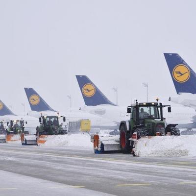 Из-за сильного снегопада в аэропорту Мюнхена отменили 120 рейсов