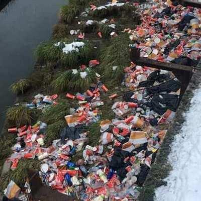 Берега Лыбеди завалили мусором (видео)