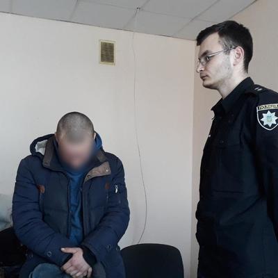 В Киевской области подросток напал на женщину с ребенком