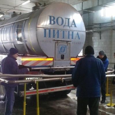 В Киеве на Крещение коммунальщики будут цистернами развозить питьевую воду для освящения