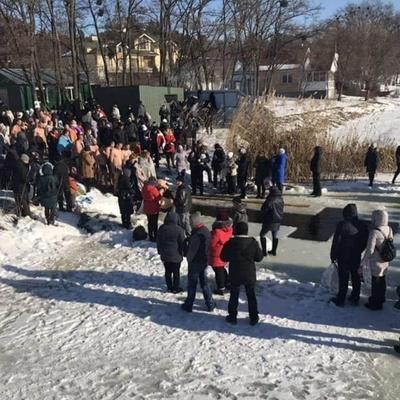 Почти 12 тыс. человек приняли участие в массовых купаниях на Крещение в Киевской области