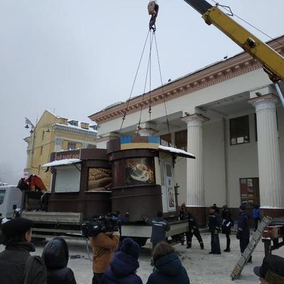 В Киеве на Вокзальной площади снесли МАФы