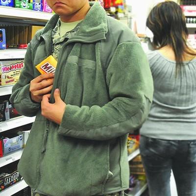 Студент обокрал столичный гипермаркет, ради любимой девушки