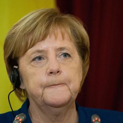 Меркель объявила о закрытии своей страницы в Facebook (видео)