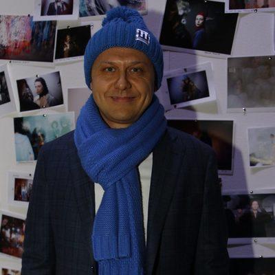 На модном показе Игорь Шевченко раздавал шапки из Давоса
