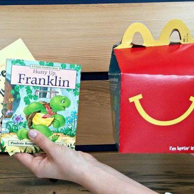 «Макдональдс» будет класть книги в детское меню «Хэппи Мил»