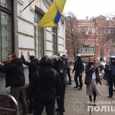 В Киеве штурмовали управление полиции: 40 задержанных, трое полицейских в больнице