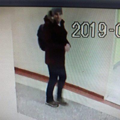 Злоумышленник зашел в киевскую школу и обворовал детей
