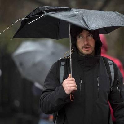 В Киеве поломанные зонтики будут принимать на переработку