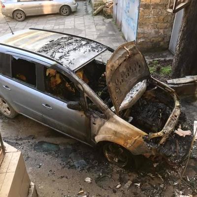 В Одессе неизвестные сожгли автомобиль известного краеведа (фото)