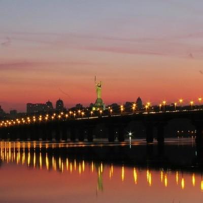 Сегодня ночью перекроют движение транспорта по мосту Патона в столице