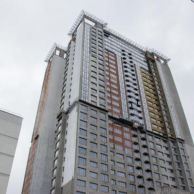 В Киеве мужчина упал на крышу лифта с 30 этажа